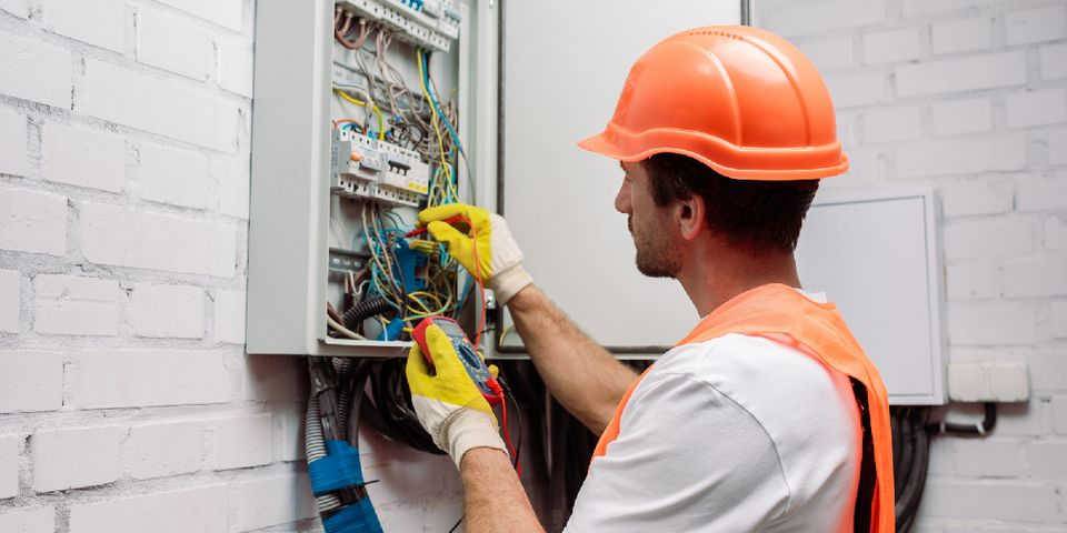 Some Reasons Why Hire a Certified Electrician.
